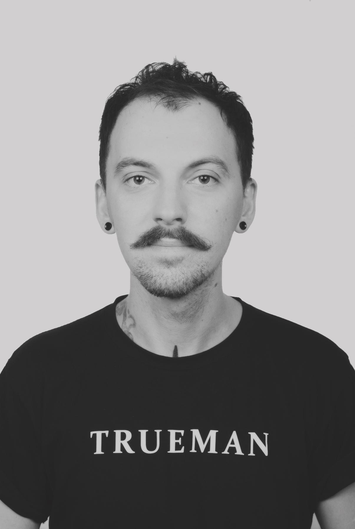 Сергей Т. барбер барбершопа TRUEMAN